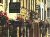 Alla scoperta piccoli villaggi caratteristici inglesi irlandesi, bellissimi vedere sotto Natale solo!