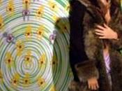 Nina Moric riceve Tapiro D'oro Striscia Notizia