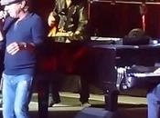 AC/DC Brian Johnson raggiunge palco Billy Joel