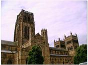 Durham: cattedrale fortificata voluta mucca