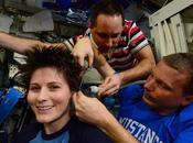 Samantha Cristoforetti astronauti petineuse: taglio capelli nello spazio