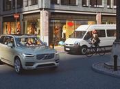 Volvo presentano casco ciclista comunica auto