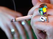 Allarme fumo: prima sigaretta anni. divieti della Legge Sirchia, però, fanno bene: meno ricoveri infarti