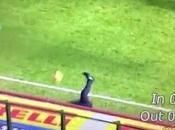 (VIDEO)Poor Roberto Mancini taken ball during Serie game between Inter Genoa.