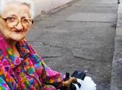 Video. simpatica vecchina lezione vita agli italiani