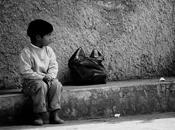 Povertà violenza sociale contro deboli