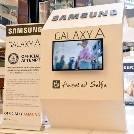 In-24-hours-Samsung-convinced-12803-people-to-take-a-selfie