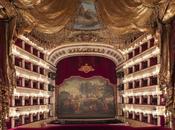 Napoli. Carnevale maschera Teatro Carlo