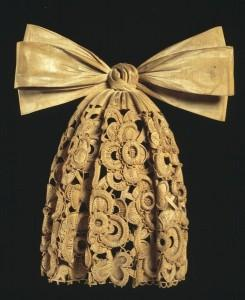 Cravatta in legno di Grinling Gibbons, 1690 c.a. Victoria and Albert Museum