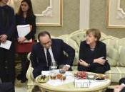 """Ucraina, summit Minsk decreta """"cessate fuoco"""" dalla mezzanotte sabato. vertice durato"""