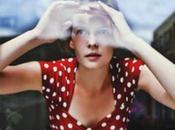 "donna taccuino rosso"". Raffinatezza francese."