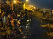colori Varanasi potente reportage viaggio