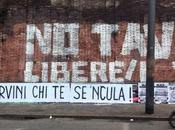 solo vandalo incivile peggiore #MaiConSalvini: Matteo Salvini stesso. Centro Roma distrutto adesivi illegali