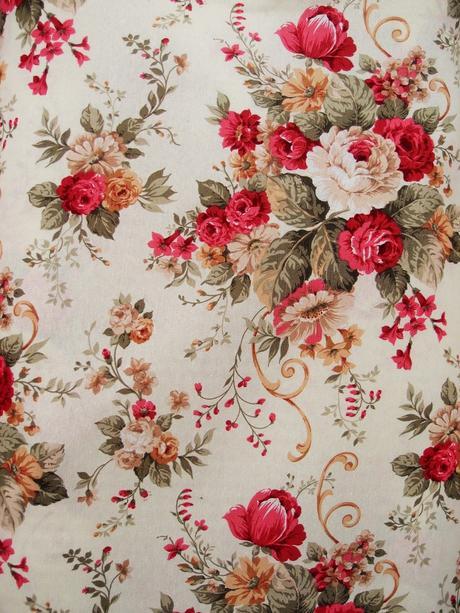 I tessuti di primavera con le rose arredare con i fiori for Tessuti per arredamento country