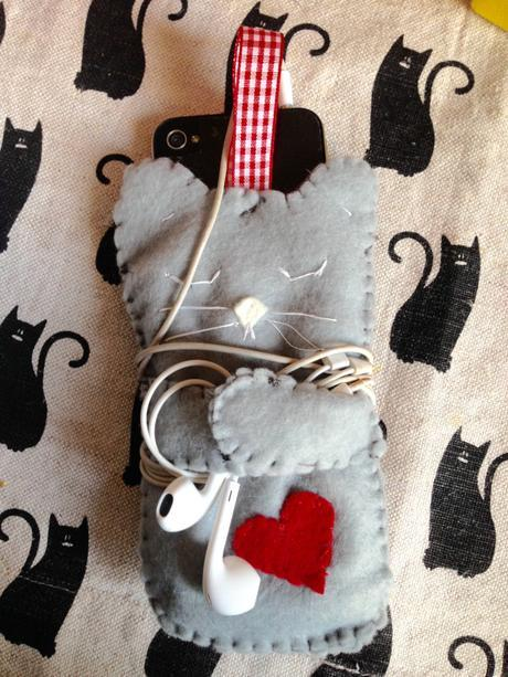 diy-felt-cat-phone-case-2