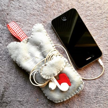 diy-felt-cat-phone-case-3