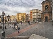 Piazza Santa Croce, pallonata colpisce neonata volto