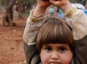 """Poveri Cristi nostro tempo Buona Pasqua 2015 bimba siriana arrende davanti… all'obiettivo puntato. """"Little Lamb"""" William Blake."""