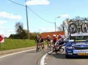 Giro delle Fiandre, Auto cambioruote investe ciclista gara