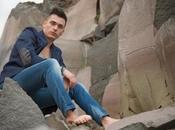 PIEDI NUDI nuovo singolo giovane cantautore siciliano VINCENZO ZOCCO