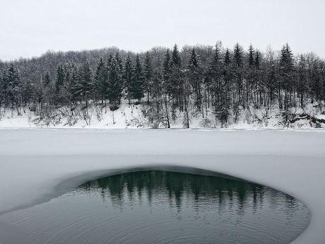 Snow, ice and reflex (on the Pianfei's lake)