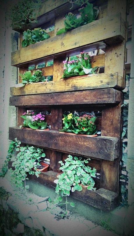 L arte del riciclo arredare un giardino in stile shabby for Cassapanche piccole legno