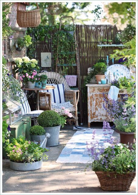 L arte del riciclo arredare un giardino in stile shabby - Giardini da arredare ...