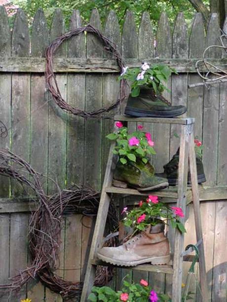 L arte del riciclo arredare un giardino in stile shabby for Giardino shabby chic fai da te