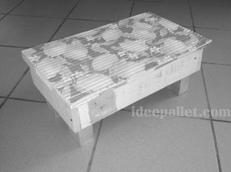 Sgabello bimbi pallet paper