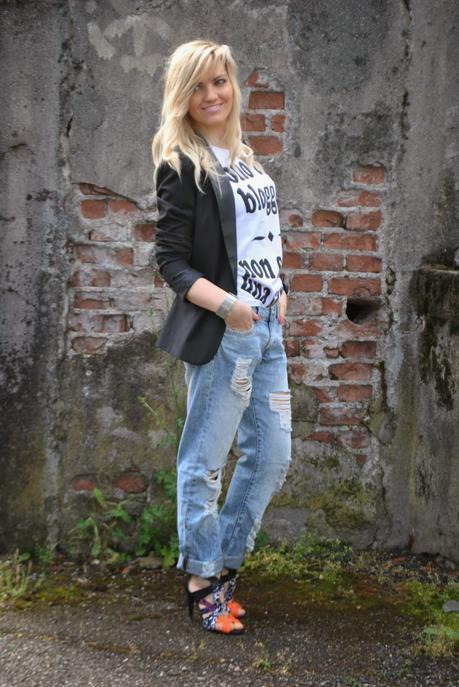 Outfit ripped boyfriend jeans happiness t shirt and - Pimkie boyfriend jeans ...