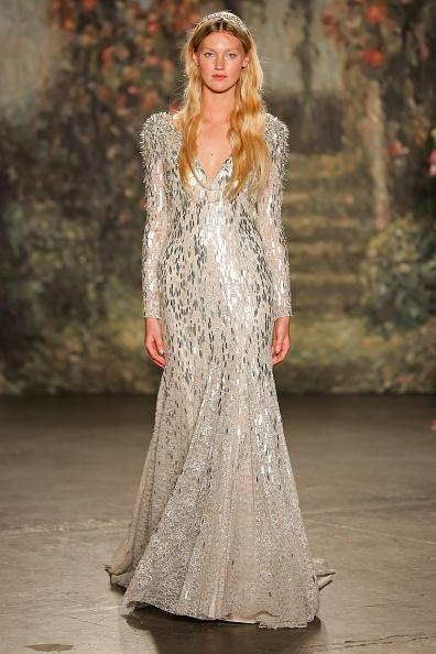 timeless design 59488 47ee5 Jenny Packham presenta la sua collezione sposa 2016 ispirata ...
