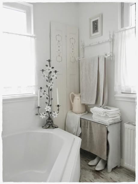 Una favolosa stanza da bagno in stile shabby chic paperblog - Bagno stile shabby ...