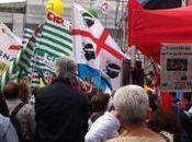 giro chiacchierar piazza, mentre manifesta contro #LaBuonaScuola