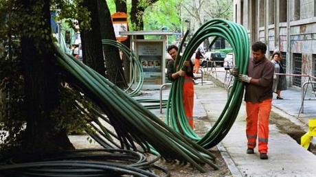Fibra ottica by enel scoppia il panico in casa telecom italia paperblog - Spostamento cavi telecom dalla facciata di casa ...