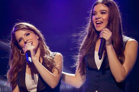 Pitch Perfect 2 - Hailee Steinfeld canta in acustico Flashlight