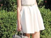 Outfit: abito bianco, ballerine rosa borsa Homanz