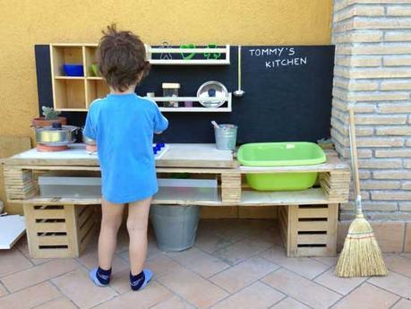 Realizzare una cucina da giocare per i bambini con i pallet - Paperblog