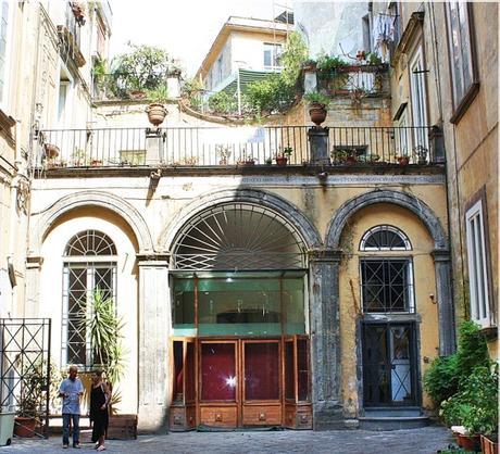 Le scale monumentali dei palazzi di napoli scoprire for Piani di palazzi contemporanei