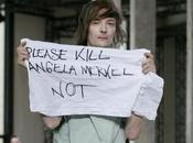 "Rick Owens, modello protesta passerella: ""Uccidete Angela Merkel"""