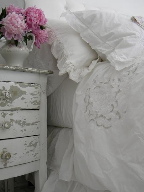Idee fai da te per arredare la camera da letto in stile for Differenza tra stile provenzale e shabby chic