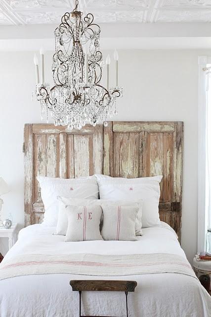 ... letto (altre copritestiere qui), immaginate questo letto con qualche