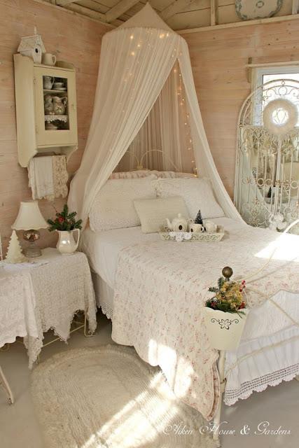 Idee fai da te per arredare la camera da letto in stile for Oggetti per arredare camera da letto