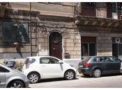 Nella vita bene male convivono, l'uno accanto all'altro. Palermo vede bene.