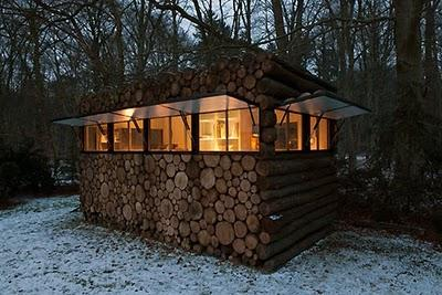 Tree-trunk garden house by Piet Hein