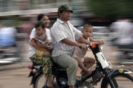 Tips to survive in Cambodja: How to cross the road