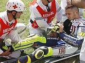 Pauroso incidente Valentino Rossi: rottura tibia perone