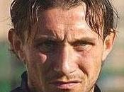 Italia, calciatore strappa l'orecchio rivale amore italy, football player tears rival love