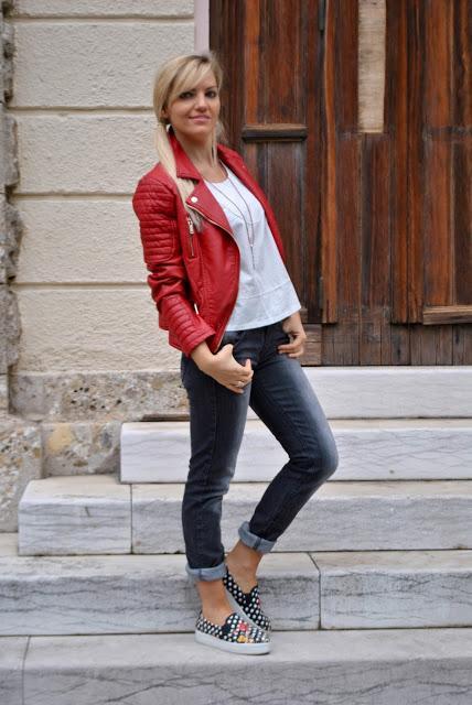 abbinare giacca pelle rossa