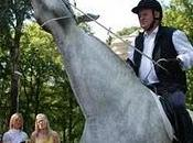 L'uomo girava Riga cavallo