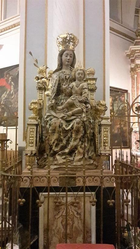 statua vergine cattedrale valencia